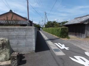 立石の道標の「右ほんぐう」、本宮へ急ぐ道