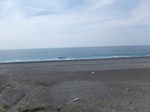 七里御浜の防波堤(立石付近)から望む漁船