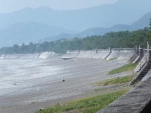 七里御浜の防波堤、途中が欠落