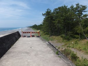 七里御浜の途切れた防波堤