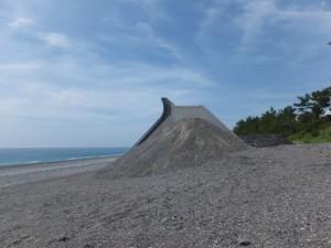 七里御浜、途切れた防波堤(志原橋側)
