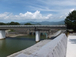 国道42号の新志原橋(志原川)