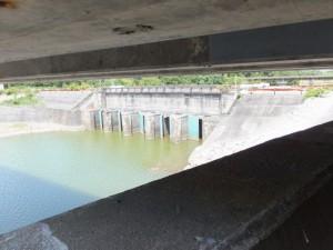 国道42号 新志原橋の下から望む志原橋(志原川)