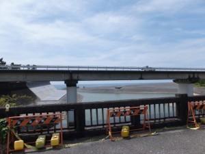 志原橋から望む志原川と国道42号 新志原橋