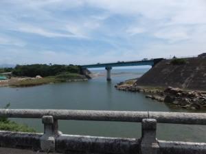 緑橋から望む市木川と国道42号 新緑橋