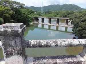 緑橋から望む市木川とJR紀勢本線