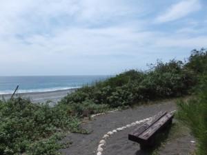 七里御浜探勝歩道から望む七里御浜