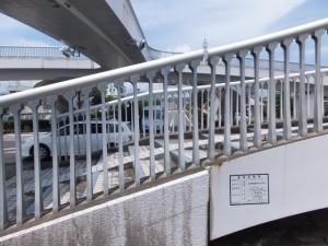 国道42号に架かる黒潮橋(歩道橋)