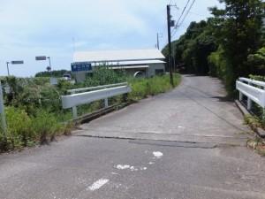 国道42号、御浜町と紀宝町の境界付近のY字路から右の道