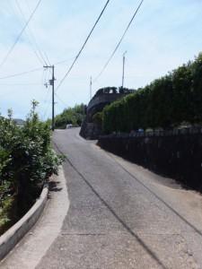 JR紀勢本線 馬場地踏切から見松寺方向への坂道