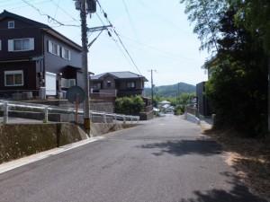 新興住宅街(国道42号バイパスに架かる橋から神内川へ)