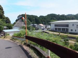 ヘアピンカーブ(国道42号バイパスに架かる橋から神内川へ)