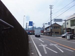 国道42号、成川交番付近
