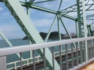 熊野大橋の隣に架かる歩道橋(熊野川)からの風景
