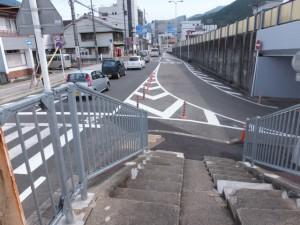 熊野大橋の隣に架かる歩道橋の南詰