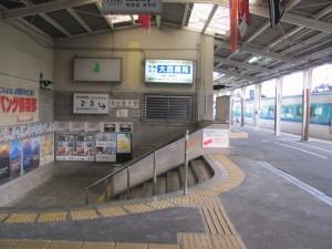 地下道にて2・3番ホームへ(JR紀勢本線 新宮駅)