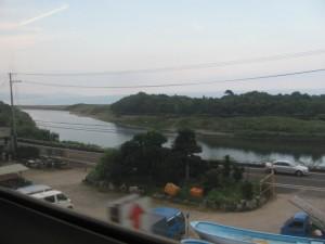 JR紀勢本線の車窓から望む雲揚艦祖難(遭難)地の小松原付近