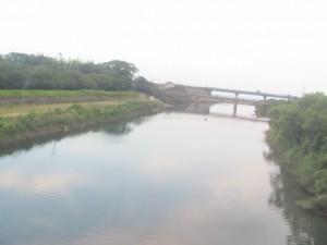 JR紀勢本線の車窓から望む尾呂志川と阿田和橋