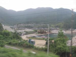 JR紀勢本線の車窓から望む賀田湾