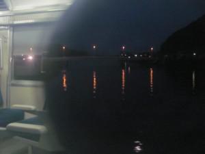JR紀勢本線の車窓から望む赤羽川、長島橋