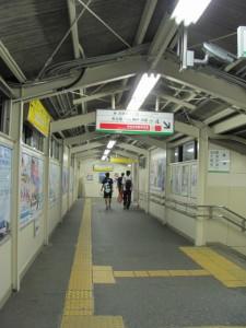 伊勢市駅の跨線橋(JR側から近鉄側へ)