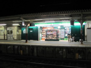 近鉄 伊勢市駅の売店、FamilyMart