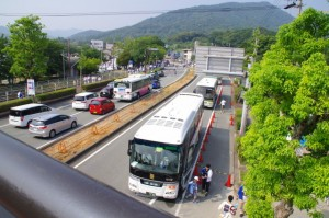 お白石持行事 内宮奉献の陸曳出発点である浦田駐車場へ向かう神領民を運ぶバス