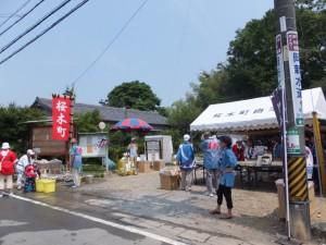桜木町奉献団、桜が丘奉献団によるお茶接待(古市街道)