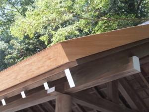 屋根が葺き替えられた手水舎(内宮)