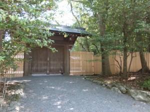 造替された斎館の板塀(内宮)