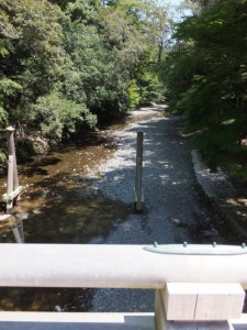 風日祈宮橋から望む島路川の上流側(内宮)