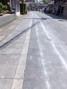 おはらい町通りに残された奉曳車の跡