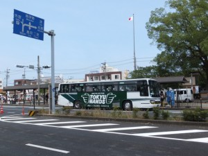「TOKYU HANDS」広告入りのバス