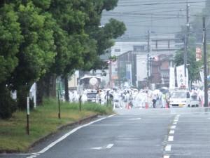 JR参宮線 山田上口駅舎内から望む風景(望遠でパチリ。)