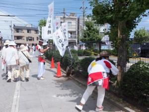 エンヤ曳きで奉曳車が激突したフェンスと樹木(外宮北御門口付近)