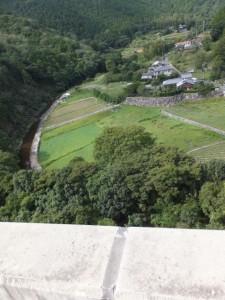 眼下に望む鳥羽河内川の上流方向(第二伊勢道路開通記念ウォーク)