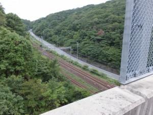 堅神跨線橋から望む近鉄鳥羽線と県道(第二伊勢道路開通記念ウォーク)