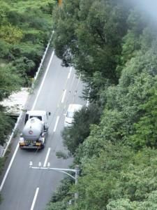 堅神跨線橋から望む県道(第二伊勢道路開通記念ウォーク)