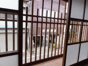 二階から望む道路側の風景(鳥羽大庄屋かどや)