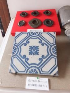 瀬戸本業焼きの陶器タイルと金具類(鳥羽大庄屋かどや)