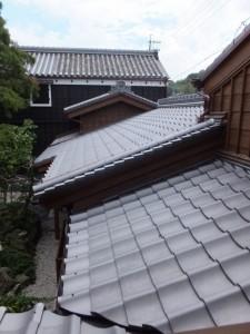 2階から望む内蔵へ続く屋根(鳥羽大庄屋かどや)