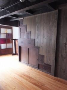 1階、封印された箱階段(鳥羽大庄屋かどや)