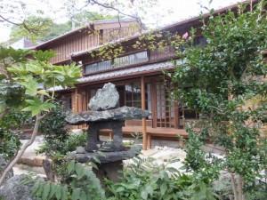 中庭から望む1階の座敷(鳥羽大庄屋かどや)