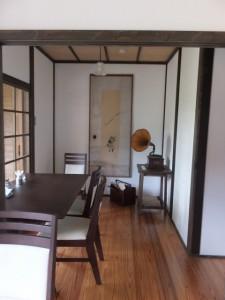 内蔵へ続いた壁内蔵へ続いた壁、今はカフェスペース(鳥羽大庄屋かどや)