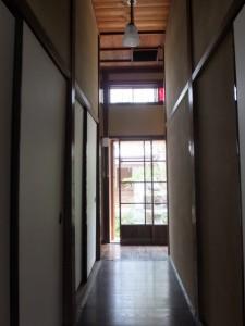 1階、中庭へと続く廊下(鳥羽大庄屋かどや)