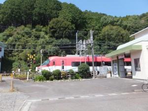 近鉄 志摩赤崎駅を通過する伊勢志摩ライナー