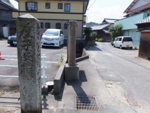 「・・ 右 青峯道」の道標(近鉄 松尾駅〜青峯山登山口)