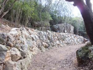 松尾道(青峯山登山口〜正福寺)、あまかぼうか岩付近