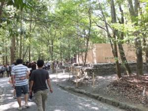 造替された瀧祭神の玉垣御門および玉垣