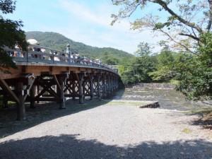 宇治橋と五十鈴川の下流側